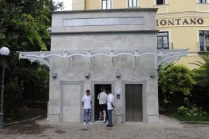 """Ingresso dell' ascensore dalla Villa Comunale """"Salve d' Esposito"""""""