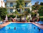 Hotel a 3 stelle con piscina a Sorrento
