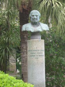 Mezzobusto bronzeo ubicato nella Villa Comunale di Sorrento che ritrae Bartolommeo Capasso