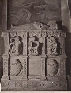 La tomba del cardinale Marino Bulcano come si può ammirare ancora oggi nella Chiesa di Santa Maria La Nova a Roma
